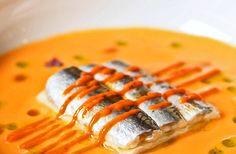 Lasaña fría de anchoas en sopa de tomate de Fernando Canales