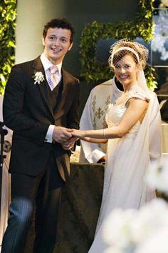 Mais fotos do vestido de noiva da #sandy http://enfimnoivei.com/vestido-noiva-sandy/