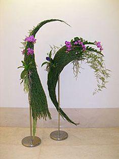corrugated cardboard in floral designs Small Flower Arrangements, Ikebana Arrangements, Cascade Design, Moss Decor, Japanese Flowers, Arte Floral, Flower Show, Sugar Flowers, Amazing Flowers