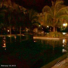 夕涼みに #night #swimming #pool #philippines