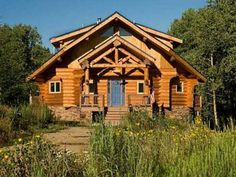 Log Home Living has featured many small log cabins over the years. Here, we round up 10 of our favorite that showcase the best in small log cabin design. From 600 to square feet, these small log cabin floor plans are sure to inspire and inform. Log Cabin Getaways, Getaway Cabins, Log Cabin Quilts, Log Cabin Homes, Log Cabins, Mountain Cabins, Mountain Homes, Log Cabin Floor Plans, Cabin Plans