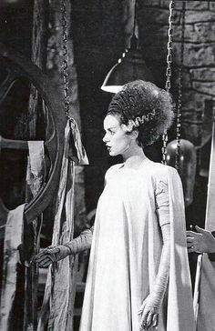 Elsa Lanchester in Bride of Frankenstein Regina George, Classic Horror Movies, Horror Films, Horror Movie Costumes, Horror Icons, Arte Horror, Horror Art, Elsa Lanchester, Films Cinema