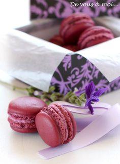 """De vous à moi...: Macarons """"Envie"""": Cassis, Violette"""