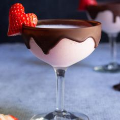 Chocolate strawberry martini – your favorite strawberries and chocolate combo ge… Chocolate strawberry martini – your favorite strawberries and chocolate combo gets a boozy lift in this dangerously delicious cocktail. Fancy Drinks, Cocktail Drinks, Yummy Drinks, Yummy Food, Juice Drinks, Cherry Vodka Drinks, Food And Drinks, Delicious Desserts, Baileys Drinks