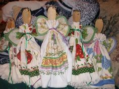"""Kitchen Angels with tutorial - OCCASIONS AND HOLIDAYS - One of my cousins made """"kitchen angels"""" for all our aunts this year at Thanksgiving,and my aunt wanted to send some to our relatives who did Kitchen Towels Crafts, Dish Towel Crafts, Homemade Christmas Gifts, Homemade Gifts, Diy Gifts, Christmas Bazaar Crafts, Christmas Crafts, Christmas Decorations, Xmas"""