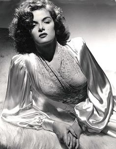 Jane Russell www.q=jane+russell Old Hollywood Glamour, Golden Age Of Hollywood, Vintage Hollywood, Hollywood Stars, Classic Hollywood, Jane Russell, Rosalind Russell, Lingerie Vintage, Vintage Glamour