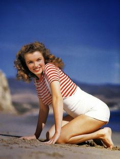"""Marilyn Monroe (then known as Norma Jeane Dougherty) photographed by Andres de Dienes, This is what she REALLY looked like before """"Hollywood"""" got hold of her. Estilo Marilyn Monroe, Young Marilyn Monroe, Marilyn Monroe Quotes, Hollywood Stars, Classic Hollywood, Old Hollywood, Hollywood Actresses, Pin Up, Lady Diana"""