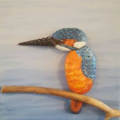 Kingfisher based on a picture taken in our garden 😍 #kingfisher #pebbles_rock #handpainted #paintedpebbles #bird