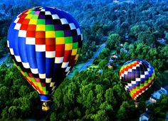 Magnificent Photos of Multicolored Hot Air Balloons Hot air Nature Landscape, Forest Landscape, Air Balloon Rides, The Balloon, Big Balloons, Hot Air Balloons, Foto Portrait, Air Ballon, Over The Rainbow