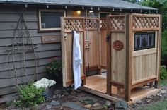 Outdoor Shower at Sunrise Villa on Diving Dog Vineyard #flathead #divingdogvineyard