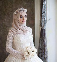 15 Modern Muslim Wedding Hijabs For Brides In Different Styles dresses arabic muslim brides bridal hijab 15 Modern Muslim Wedding Hijabs For Brides In Different Styles Muslim Wedding Gown, Hijabi Wedding, Muslimah Wedding Dress, Pakistani Wedding Dresses, Dress Wedding, Islam Wedding, Turkish Wedding Dress, Wedding Dressses, Pakistani Bridal