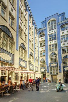 Hackesche Hofe - Atracción turística en Berlín, Alemania - Desde la caída del Muro, Hackesche Höfe se ha convertido en un punto de encuentro, tanto para los berlineses como para visitantes