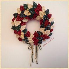 Corona natalizia con petali di cotone, by fattoamanodaTati, 30,00 € su misshobby.com