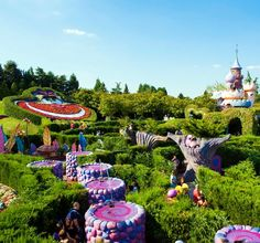 Disneyland Paris ♥OMG ALICE IN WONDERLAND I NEED TO GO THERE