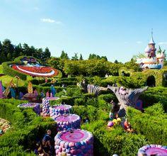 Disneyland Paris ♥OMG ALICE IN WONDERLAND I NEED TO GO THERE