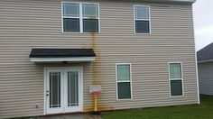 How To: Remove Vinyl Siding To Show the Home Exterior Better - http://www.sheilanarusawa.com/remove-vinyl-siding-show-home-exterior-better/1067/
