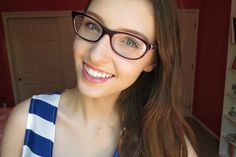 Makeup for a Glasses Girl Girls With Glasses, Most Beautiful Women, Eyewear, Hair Care, Sexy Women, Makeup, Hot, How To Wear, Beauty