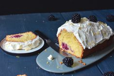 Blackberry cake with lemon mascarpone