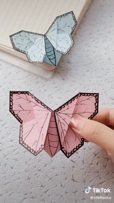 Diy Crafts Hacks, Diy Crafts For Gifts, Diy Home Crafts, Fun Crafts, Crafts For Kids, Instruções Origami, Paper Crafts Origami, Oragami, Creative Bookmarks