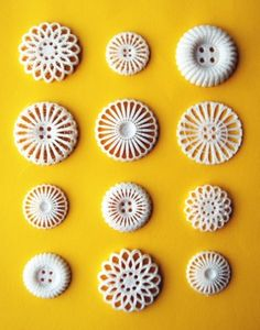 Embrace 3D-printed fashion with these adorable vintage-inspried buttons by Femke Roefs. #3Dprinting #Fashion #Vintage