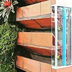 Ainda da série jardins verticais este é um dos sistemas de irrigação para o jardim deve ser instalado antes! #projetos #jardimvertical #irrigacao #arquitetura #decoracao #alliance #sustentabilidade by alliance.arq http://ift.tt/1WQqhQV