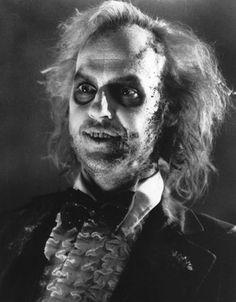 Michael Keaton as Beetlejuice - 'Beetlejuice', 1988 directed by Tim Burton. Alec Baldwin, Movies Showing, Movies And Tv Shows, Winona Ryder, Frankenstein, Los Muertos Tattoo, Estilo Tim Burton, Tim Burton Films, Johny Depp