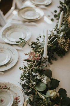vintage-inspired place settings from this Atlanta wedding | Image by Love Stories by Halie and Alec