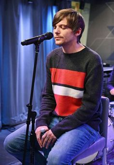 Living in london. fifth member of little mix. Louis Tomlinsom, Louis And Harry, Light Of My Life, Love Of My Life, My Love, One Direction Louis Tomlinson, Louis Williams, Cute Animal Drawings, Larry Stylinson