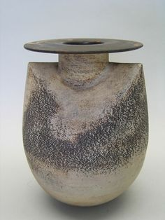 Sack-Shaped Vase with Disc Top - Hans Coper Art Gallery Porcelain Jewelry, China Porcelain, Ikebana, Vases, York Art Gallery, Cerámica Ideas, Sculptures Céramiques, Terracota, Contemporary Ceramics