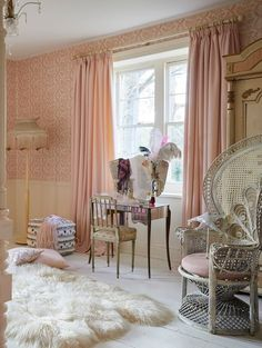 Explore Pearl Lowe's interiors style in the Hillarys Mother's Day Design Challenge & Request a FREE in-home Appointment TODAY! Shabby French Chic, Shabby Chic, Dream Bedroom, Room Decor Bedroom, Cinderella Bedroom, Vintage Style Wallpaper, Pearl Lowe, Dressing Room Design, European Home Decor