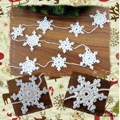 Háčkovaný vánoční řetěz - návod Je pomalu čas začít se chystat na advent :) Návod na výrobu háčkovaného řeťězu na stromeček, do oken či dveří, kam jen si budete přát.... Řeťez je ze dvou druhů vloček, spojených řetízkem. Součástí je fotopostup s popisem a kreslené schéma... Nápady jsou z mé hlavy (a ruky), proto prosím používejte jen pro vlastní ...