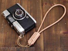 革のカメラハンドストラップCS0004N/4K|革製品のスパイラルアロウズ
