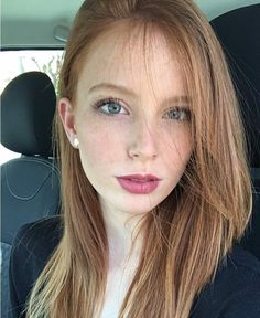 Czarne włosy, niebieskie oczy dziewczyny porno