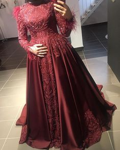 "Instagram'da BIRCAN ULUISIK: ""Efsanelerden❤️❤️"" Modest Fashion, Hijab Fashion, Fashion Outfits, Event Dresses, Bridal Dresses, Wedding Hijab Styles, Simple Hijab, Couple Outfits, Mode Hijab"