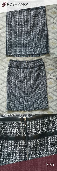 """Tweed Pencil Skirt Adorable black and white tweed pencil skirt with leather details.   Length - 21.5"""" chelsea & theodore Skirts Pencil"""