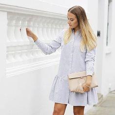 Нежное платье-рубашка на каждый день. Чем оно нам нравится? Тем, что его можно носить как с кедами, так и босоножками на высоком каблуке. Обязательно дополните образ браслетом или стильным клатчем. #лук #образ #фэшн #летнийнаряд #блогер #уличнаямода #модныйблог #стритстайл #подборгардероба #модныйблогер #советыстилиста #образдня