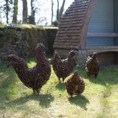 Emma Stothard's willow sculptures are on display at the Orchard Lawns on the Highgrove Estate, of beautiful farm animals. Garden Shop, Garden Art, Garden Design, Highgrove Garden, Willow Garden, Twig Art, Willow Weaving, Garden Structures, Environmental Art