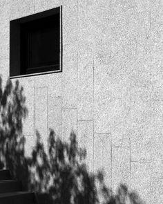 Fachada de piedra en la Casa Cuarto y Mitad. #architecture #arquitectura #arq #architectureporn #architecturelovers #archilovers #architecturephotography #spain #españa #galicia #acoruña #home #casa  Para ver esta casa, y muchas cosas más entra en www.somaa.es