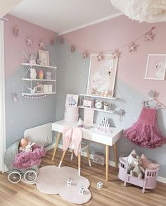 Geometric pink grey painted walls in girls bedroom Girl Bedroom Inspiration Big girl Girls bedroom ideas, cute bedroom, girls room decor. Big Girl Bedrooms, Little Girl Rooms, Kids Bedroom, Girls Bedroom Ideas Paint, Decor Room, Bedroom Decor, Home Decor, Bedroom Inspo, Gold Bedroom