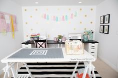 32 Ideas Sewing Room Layout Cutting Tables Work Spaces For 2019 Sewing Room Design, Sewing Room Storage, Sewing Room Organization, Sewing Studio, Organizing, Small Sewing Rooms, Sewing Spaces, My Sewing Room, Table Storage