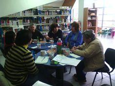 Un viernes al mes, realizamos Club de Letras Itinerantes, abordamos la inmigración infantil, juvenil y adulta de Europa del Este, África, Asia y Medio Oriente, en Biblioteca Pública Municipal de Padre Hurtado @Fomento Lector BDS