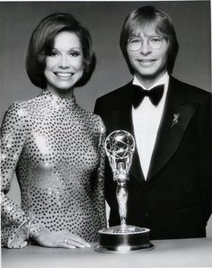 with Mary Tyler Moore, 28th Annual Academy Awards, 1976