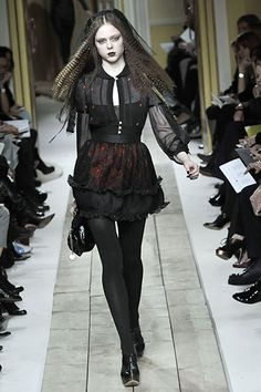Coco Rocha at Luella Bartley goth Dark Fashion, Gothic Fashion, 90s Fashion, Couture Fashion, Runway Fashion, High Fashion, Fashion Show, Fashion Outfits, Fashion Design