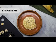 Recipe with video instructions: We are here to fill the banoffee shaped hole in your life with The Best Ever Banoffee Pie. You read that correctly. This is The Best Ever Banoffee Pie out. Homemade Pie, Homemade Desserts, Banoffi Pie, Vegan Banoffee Pie, Coconut Flour Pie Crust, Pie Crust From Scratch, Pie Pops, How To Make Pie, Best Pie