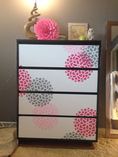 Emma s dresser I painted the drawer fronts white and stenciled on the dahlias Baby girl dresser Emma s dresser I painted the drawer fronts white and stenciled on the dahlias Baby girl dresser Kendra Davis For nbsp hellip dresser makeover Diy Dresser Makeover, Bedroom Furniture Makeover, Refurbished Furniture, Dresser Ideas, Dresser Makeovers, Furniture Projects, Diy Furniture, Painted Furniture, Baby Girl Dresser