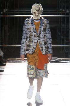 The complete Comme des Garçons Homme Plus Fall 2018 Menswear fashion show now on Vogue Runway.