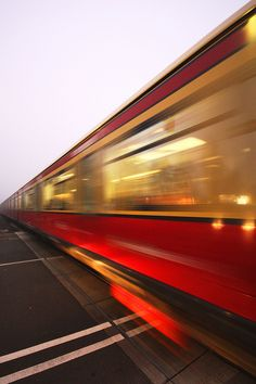 S-Bahn Berlin im morgendlichen November-Nebel by Lens Daemmi, via Flickr