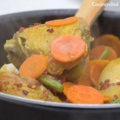 Si buscas qué preparar para un festejo familiar en grande, Adriana Barbosa nos comparte su deliciosa receta de pollo a la Clementina. Good Food, Yummy Food, Tasty, Potato Recipes, Chicken Recipes, Guisado, Cooking Recipes, Healthy Recipes, Healthy Meals