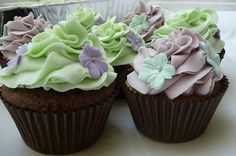 Cupcake, gumpaste flowers
