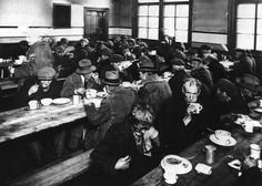Great Depression Soup Kitchen---Canadian Encyclopaedia---Shows how Canadians were unable to feed themselves and how challenging money was at the time. Soup kitchens served food to people who had nothing. Canadian History, American History, Gross People, Canadian People, Forced Labor, Great Depression, Canada, History Projects, Timeline